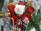 Ramo de rosas a domicilio con rosa tatuada con dedicatoria en el petalo (1)